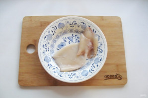 Салат с кальмарами и маринованными грибами - фото шаг 2