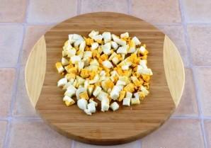 Простой салат из яиц - фото шаг 2
