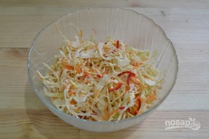 Салат из капусты с горячим маринадом - фото шаг 10
