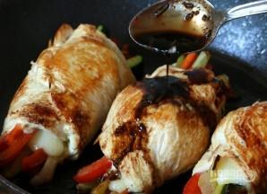 Куриные рулетики с овощами - фото шаг 10