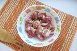 Имбирная свинина с яблоками и луком - фото шаг 2