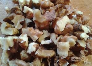 Салат с грецким орехом и черносливом - фото шаг 4