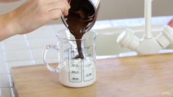 Шоколадное эскимо на йогурте - фото шаг 2
