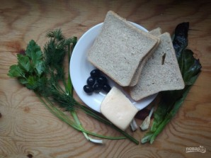 Горячие бутерброды с зеленью и оливками - фото шаг 1