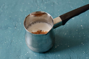 Молоко с шафраном - фото шаг 2