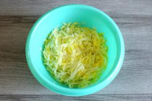 Чебуреки из кабачков с ветчиной и сыром - фото шаг 2