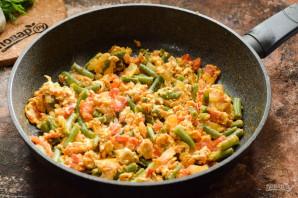 Стручковая фасоль с яйцом и помидорами - фото шаг 8