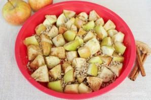 Шарлотка с пряными яблоками и семечками - фото шаг 7