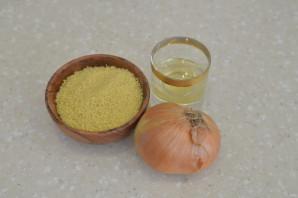 Пшеничная каша с луком - фото шаг 1