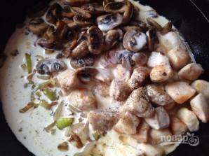 Курица в сливочном соусе с грибами - фото шаг 8