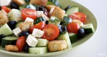 Греческий салат с сухариками - фото шаг 9