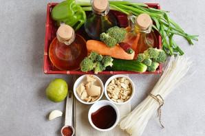 Салат с рисовой лапшой и овощами - фото шаг 1