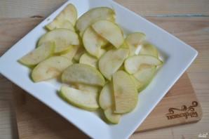 Розочки из слоеного теста с яблоками - фото шаг 3