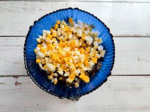 Салат из жареных баклажанов с майонезом - фото шаг 5