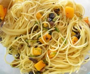 Спагетти с тыквой и овощами - фото шаг 4