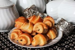 Мини-рогалики с черносливом и орехами - фото шаг 12