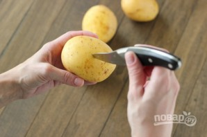 Рецепт запеченной картошки в фольге - фото шаг 2