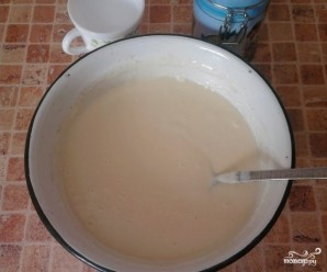 Пышные оладьи на кислом молоке - фото шаг 1