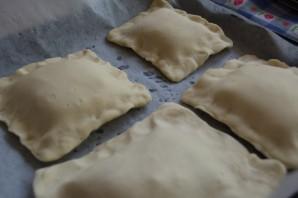 Слоеные пирожки с грибами - фото шаг 7