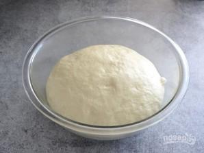 Брецель с чесноком и сыром - фото шаг 2