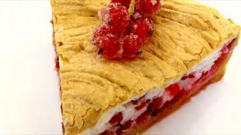 Пирог с безе и красной смородиной - фото шаг 6