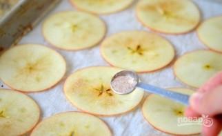 Яблочные чипсы с корицей - фото шаг 2