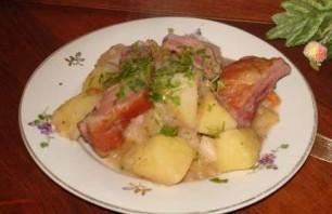 Тушеная картошка с копчеными ребрышками - фото шаг 6