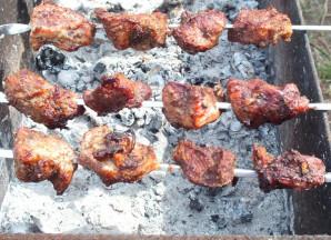 Шашлык из свинины без маринада - фото шаг 7