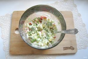 Зеленый салат с крабовыми палочками - фото шаг 9