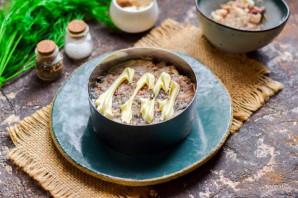 Салат с крабовыми палочками и рыбными консервами - фото шаг 4