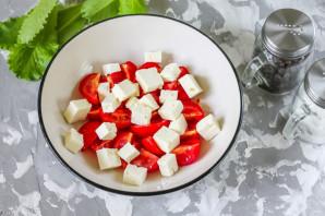 Салат с базиликом и помидорами - фото шаг 3