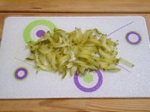 Салат с фасолью и солеными огурцами - фото шаг 2