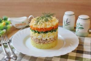 Слоеный салат с консервированной горбушей - фото шаг 9
