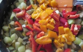 Кижуч, тушенный с овощами - фото шаг 6