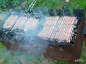 Свиные рулеты с сочной начинкой на углях - фото шаг 5