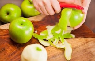 Шарлотка с яблоками и лимоном - фото шаг 2