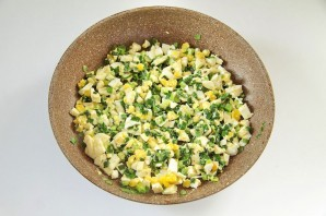 Вкусный пирог с зеленым луком и яйцами - фото шаг 6