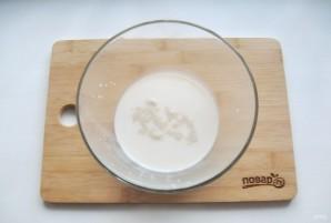 Булочки дрожжевые на молоке - фото шаг 1