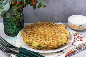 Картофельные драники в вафельнице - фото шаг 6