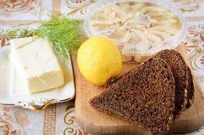 Бутерброды с селедкой и лимоном - фото шаг 1