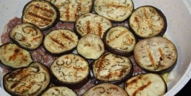 Баклажаны с фаршем на сковороде - фото шаг 3