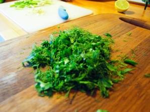 Омлет с зеленью - фото шаг 2
