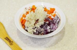 Теплый салат с кальмарами - фото шаг 5