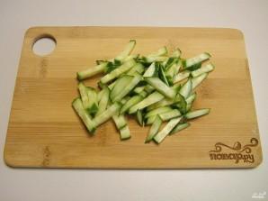 Салат с мидиями - фото шаг 2