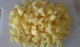 Жареная картошка с маринованными грибами - фото шаг 1