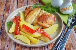 Курица с перцем и картофелем - фото шаг 7