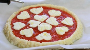 Пицца на рисовом тесте - фото шаг 7