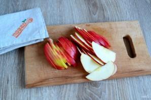 Розы из яблок к чаю - фото шаг 2