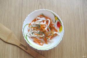 Салат с кальмарами и маринованным луком - фото шаг 13
