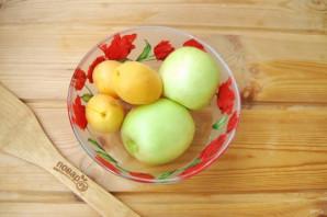 Компот из абрикосов и яблок на зиму - фото шаг 2